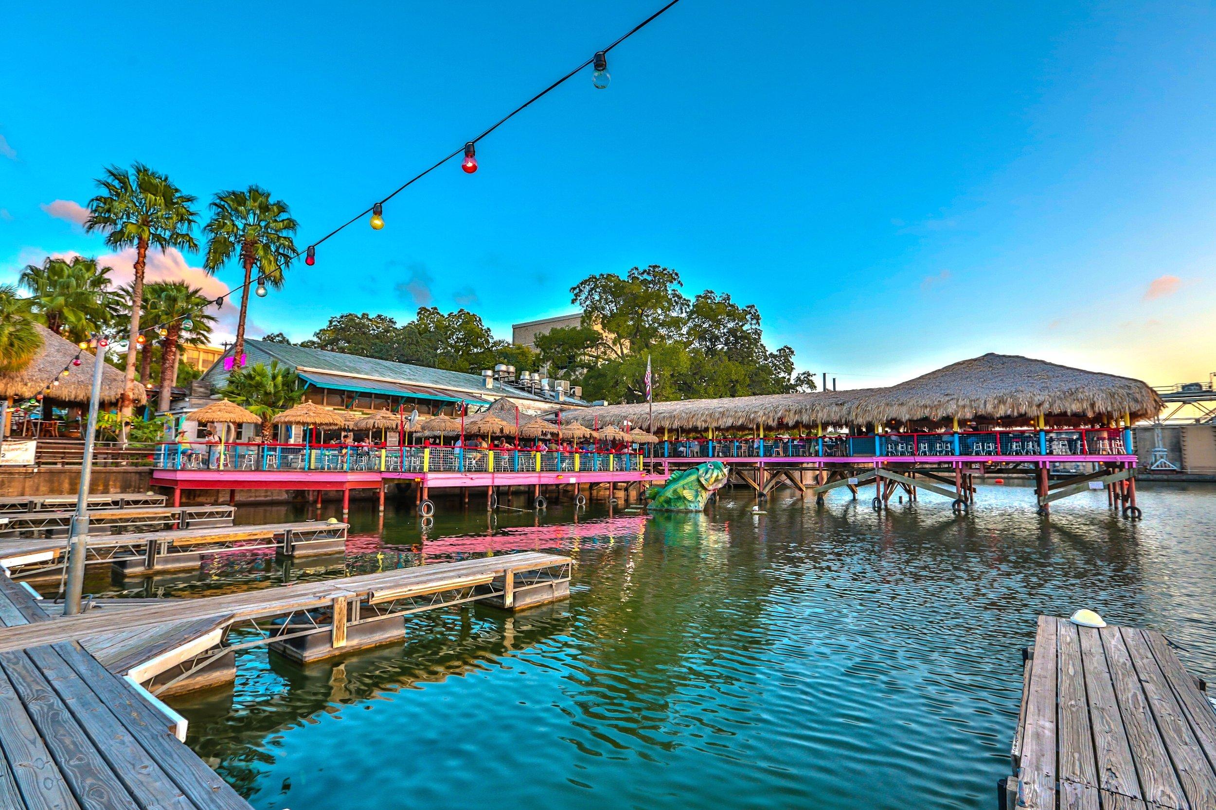 Hula Hut - Lakeside Bar & Restaurant on Lake Austin