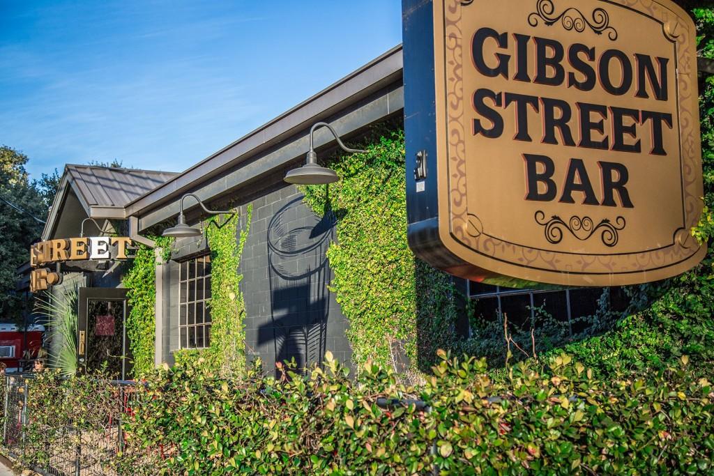 Gibson Street Bar - South Lamar - Austin TX. Photo: WIll Taylor